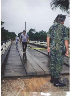 Em 1998, Cel Biasus inaugura a nova ponte sobre o Rio Braço Norte, Serra do Cachimbo - PA